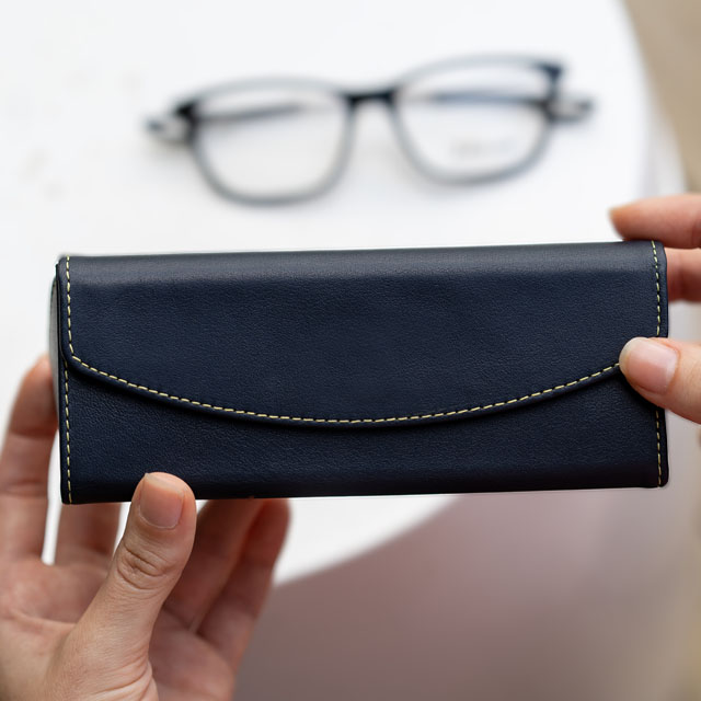 Foldable glasses case