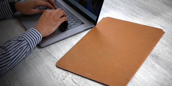 "MacBook Pro 16"" protective case - Tan - Granulated Leather"